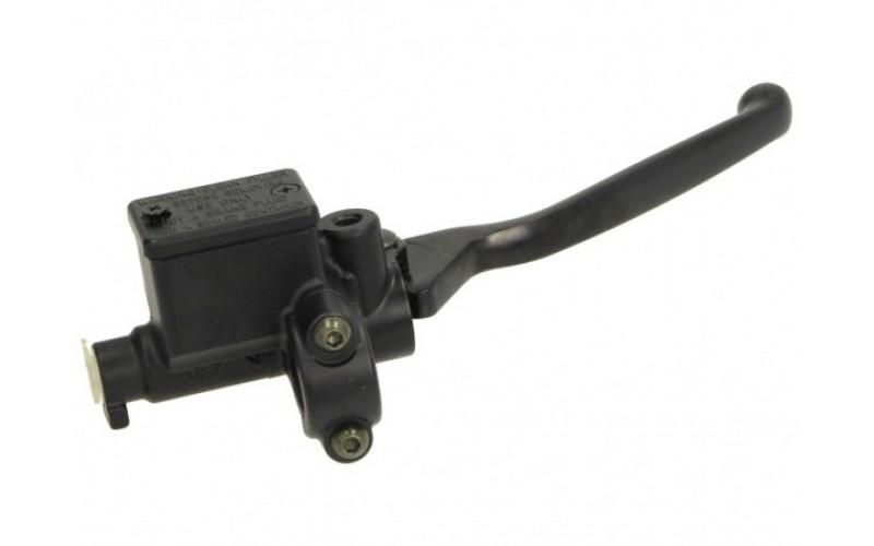 Главный тормозной цилиндр переднего тормоза оригинал Piaggio, RIGHT BRAKE MASTER CYLINDER CM064304